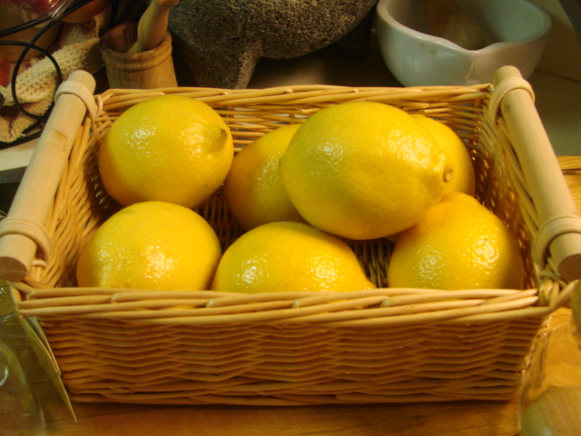Basket_for_lemons_limes