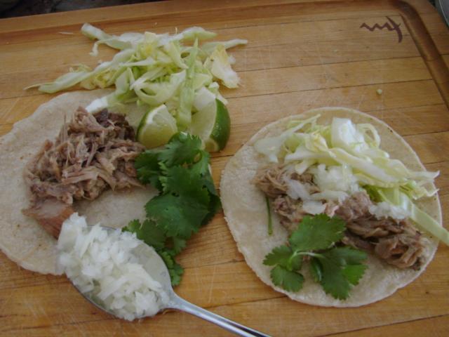 Assembling_tacos